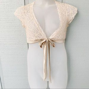•- Maurices Lace Tie Front Crop Romantic Top AA9